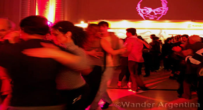 couples dance the tango