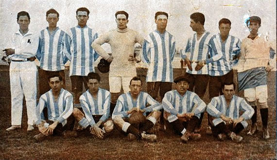 An old photo of Racing Football team in 1915