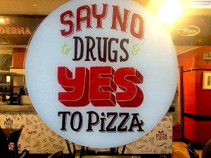 A sign in the window of a Buenos Aires pizzeria says 'Say no to drugs, yes to pizza'.