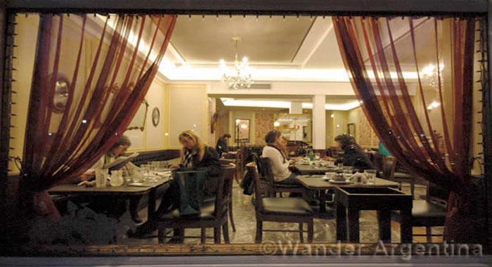 The buenos aires cafe, Torcuato y Regina