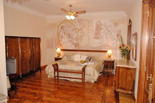An airy classic style hotel room at the Mansion Royal Dandi hotel
