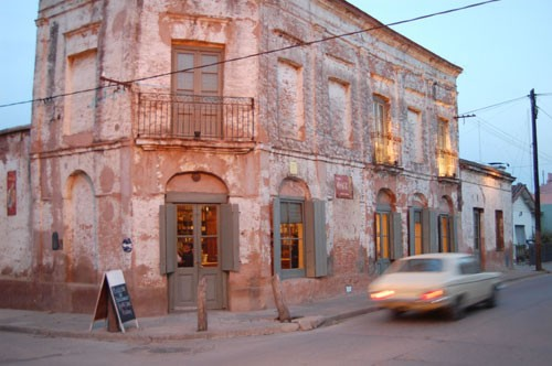 Bessonart is a classic place bar restaurant in the town of San Antonio de Areco