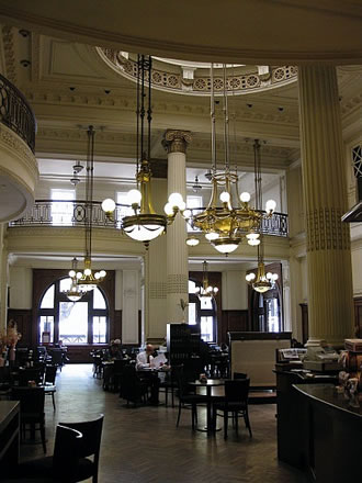 The spacious and elegant Retiro Cafe in Buenos Aires' Retiro station