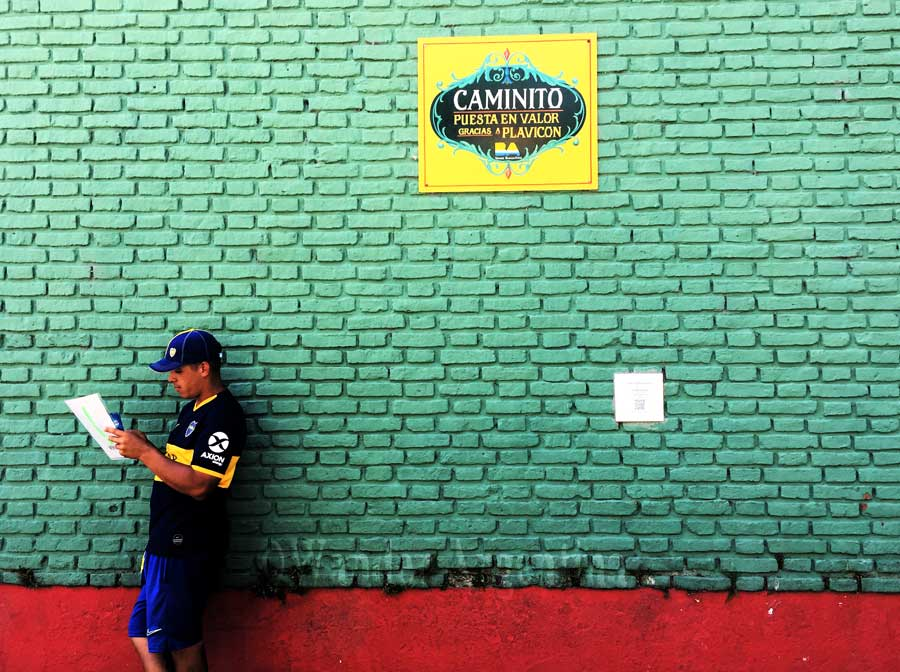Camintio Buenos Aires: A colorful brick wall