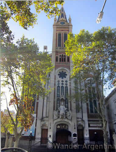 A picture of the Almagro neighborhood's Basilica and Cathedral