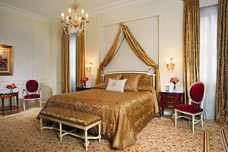 a luxurious room at the Alvear Palace Hotel