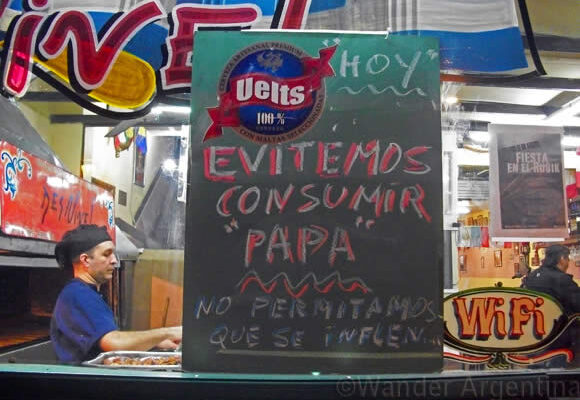 A sing indicate a potatoe protest in the San Telmo Buenos Aires restaurant, Des Nivel