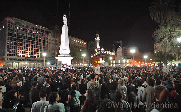 Thousands of protestors crowd Buenos Aires' Plaza de Mayo