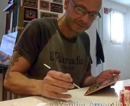 Fileteador Alfredo Genovese in his Buenos Aires studio