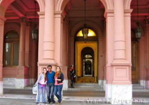 International students in Buenos Aires at the Casa Rosada
