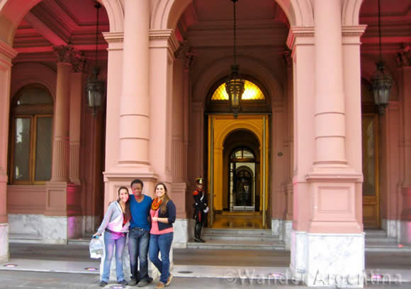 International students in Buenos Aires at the Casa Rosada