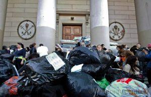 Foto of the Week — Community Helps La Plata Flood Victims