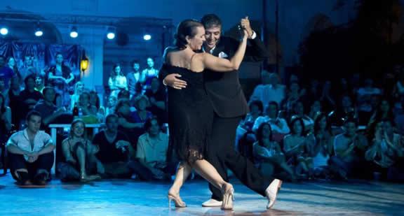 Julio Balmaceda & Corina de la Rosa dancing tango