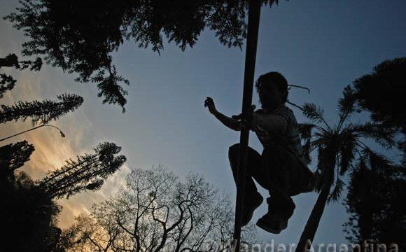 a young person practicing slacklining in Parque Lezama