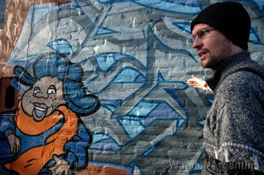 Guide, Lapiz talking about graffiti in Buenos Aires