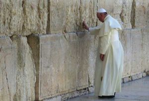 Pope Francis at the Wailing Wall in Jerusalem