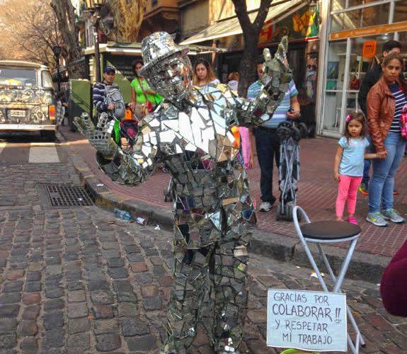 Mirror man, a performer in the San Telmo Fair