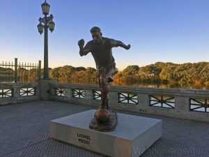 Foto of the Week: Leo Messi Statue in Costanera Sur