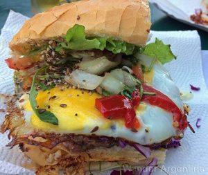 An Argentine-style 'hamburguesa completa.'