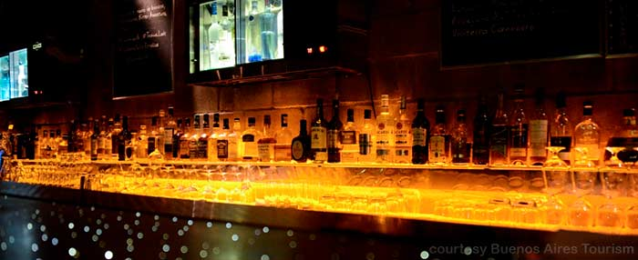 A long low-lit cockatil bar in the Buenos Aires restaurant Gran Bar Danzón